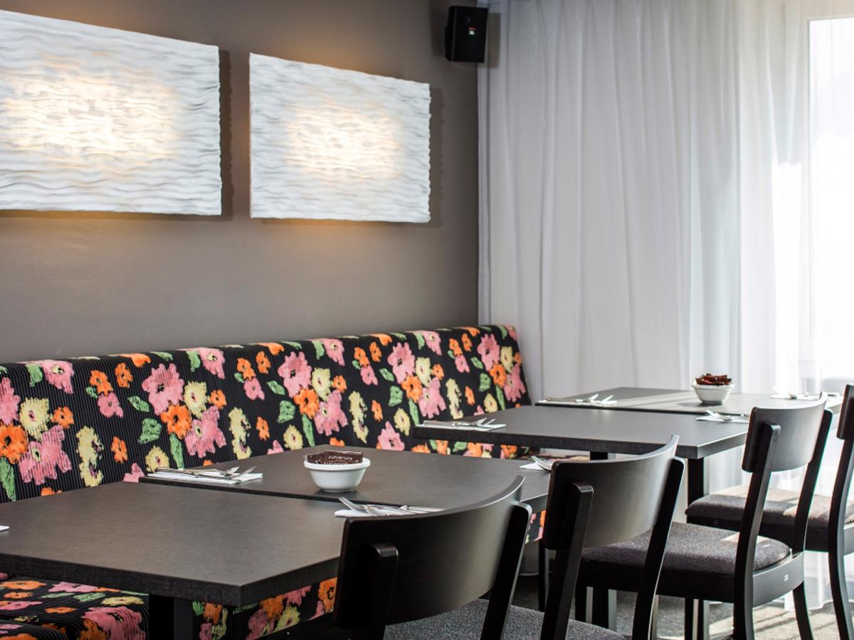 arturo-alvarez-projects-hotel-visp-visperhof-switzerland-planum-wall-lamp-02