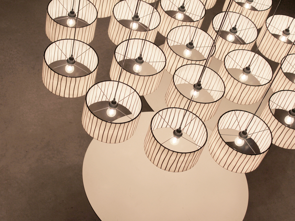arturo-alvarez-projects-installation-spain-curvas-pendant-lamp-01
