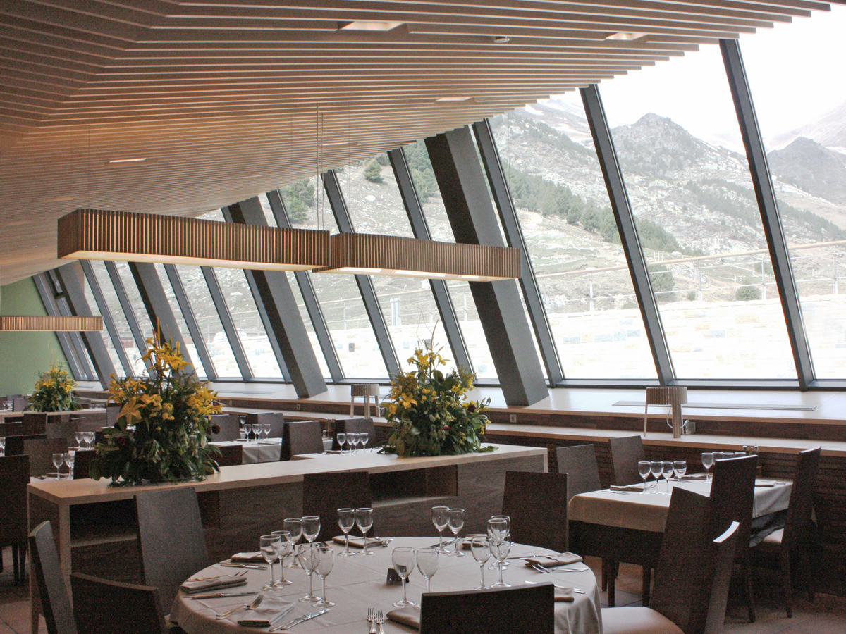 arturo-alvarez-projects-restaurante-vall-de-nuria-queralbs-girona-shio-uxi-pendant-lamp-03