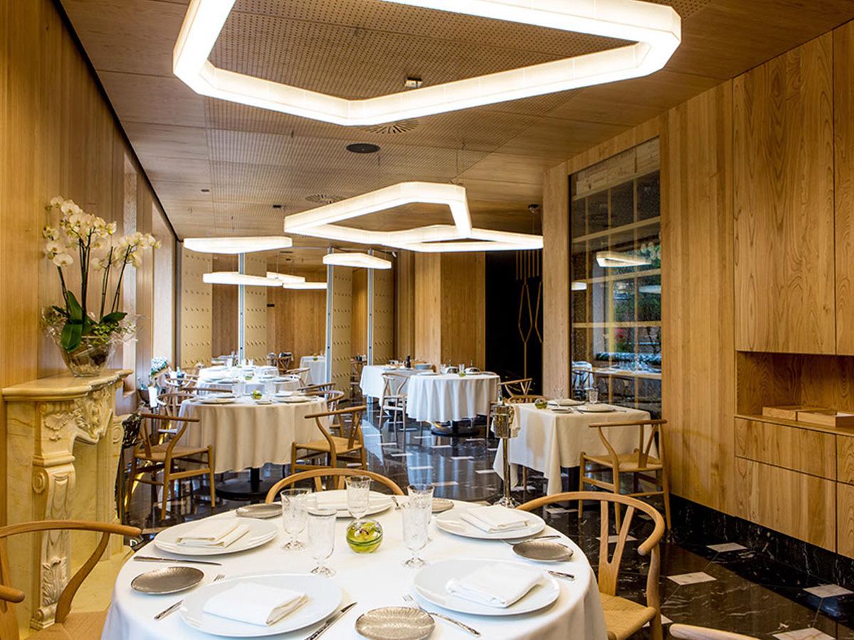 Restaurante a barra madrid arturo alvarez l mparas de - Proyectos de iluminacion interior ...
